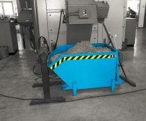 Targonca villára húzható alacsony borítható, dönthető fémreszelék tartály, 0,3-2 tonna teherbírással